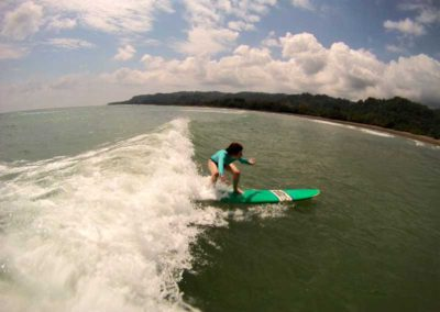 learning-surfing-at-pollo-surf-school